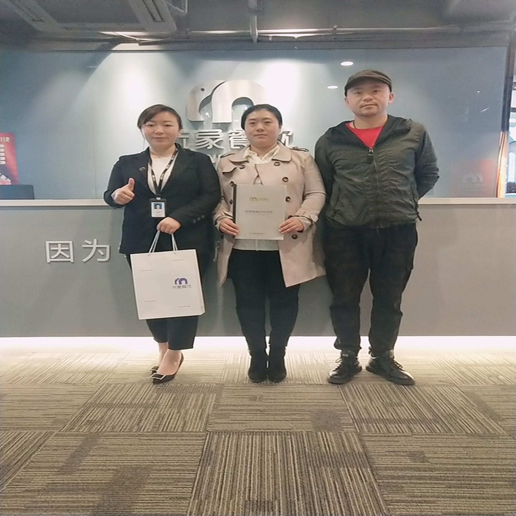 李总夫妇_副本.jpg